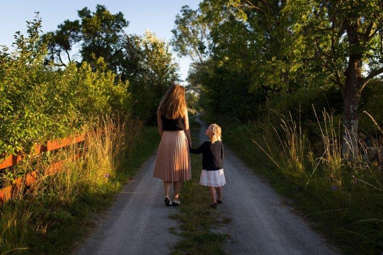 الوجهُ المٌظلمُ للوالديّة – إرشادٌ ونصائحُ للّحظاتِ الصّعبةِ